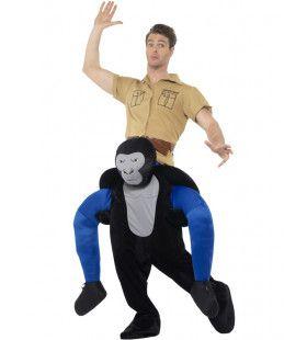 Op De Rug Van Een Oersterke Gorilla Man Kostuum